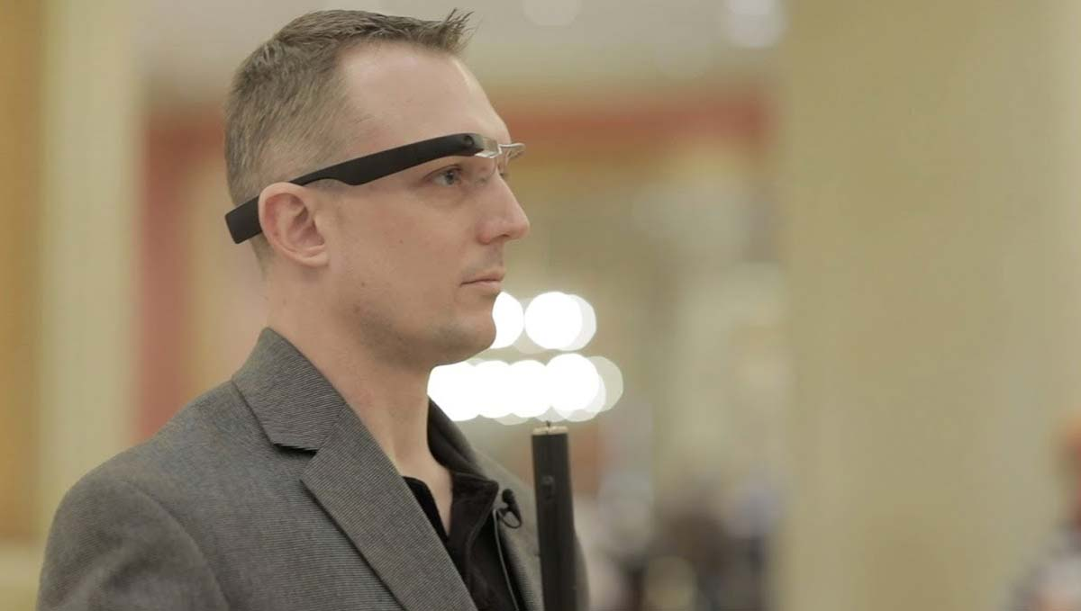 fac5d1eeb796 Aira s New Smart Glasses Help the Blind to See